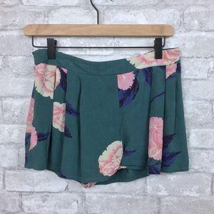 Billabong Floral Shorts Size Medium